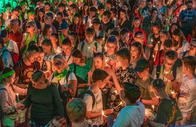 Prominente Gäste beim 37. Deutschen Evangelischen Kirchentag: NRW-Ministerpräsident Armin Laschet (2. v. r.) und Bundespräsident Frank-Walter Steinmeier (Bildmitte). Foto: Stadt Dortmund/Roland Gorecki