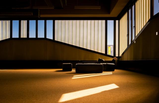 Lichtspiele im Musichen Zentrum: In diesem Gebäude findet eine der beiden Ausstellungen statt. Foto: Kramer/RUB