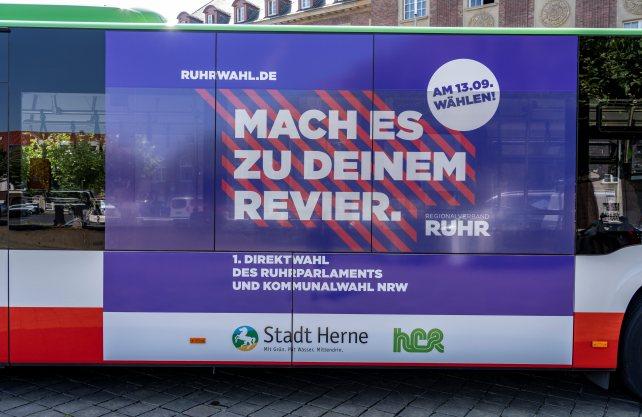 Der Regionalverband Ruhr wirbt für die Ruhrwahl, hier an einem Bus in Herne. Foto: Thomas Schmidt / Stadt Herne
