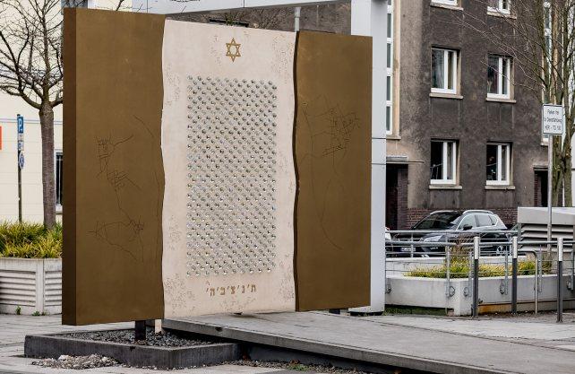 Zwei verschiebbare Bronzeplatten sollen das Mahnmal schützen. Bildmontage: Frank Dieper / Herne