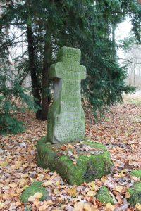 Das Kreuz auf dem Pestfriedhof beim westfälischen Leiberg erinnert an den Ausbruch von 1635. Foto: LWL/S. Leenen
