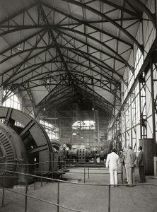 Blick in die Maschinenhalle im Mai 1978 mit einem Baugerüst im Hintergrund. Foto: Berthold Socha