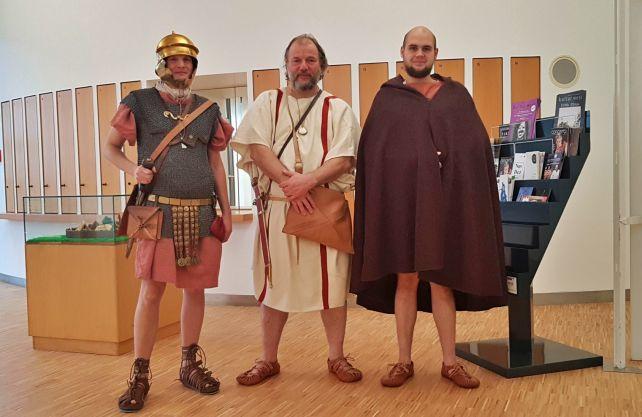 Römer und Rekruten im neuen Foyer des Römermuseums. Foto: LWL/ J. Mühlenbrock