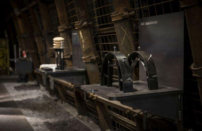 """An Experimentierstationen können Besucher im neuen """"Montanium"""" die Wirkung verschiedener Kräfte ausprobieren. Foto: LWL/Gehrmann"""