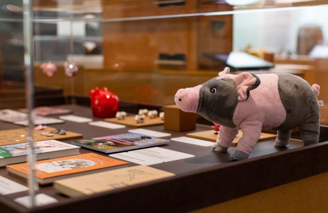 """Blick in die Ausstellung mit """"Pottpauli"""", einem Maskottchen für Kinder im Revier. Foto: LWL / Gehrmann"""