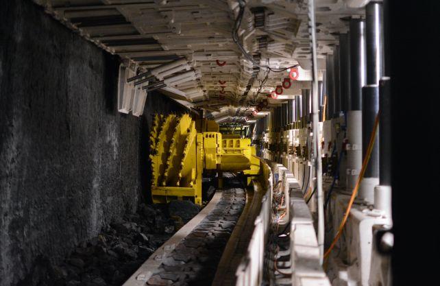 Ein großer Hobel zum Rauben der Kohle ist im Anschauungsbergwerk des Deutschen Bergbau-Museums in Bochum zu sehen. Foto: Jürgen Bröker