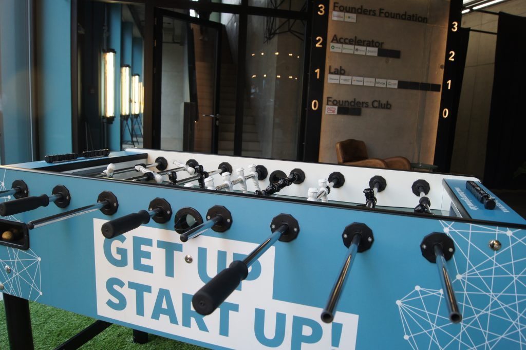 Ideen entwickeln am Tisch-Kicker - in der Founders Foundation in Bielefeld. Foto: Kiehl