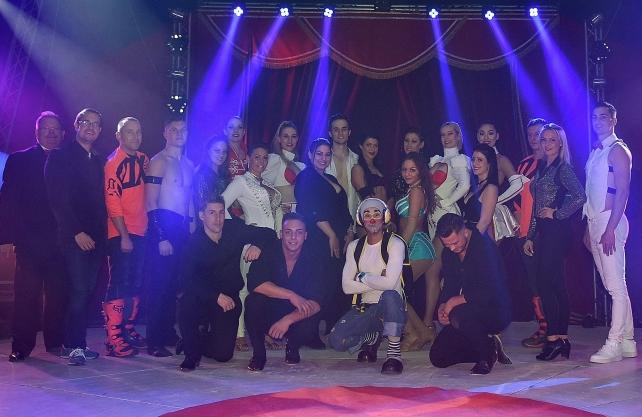 Artisten in der Manege des Circus Busch aus Berlin. Foto: Reinhard Ott