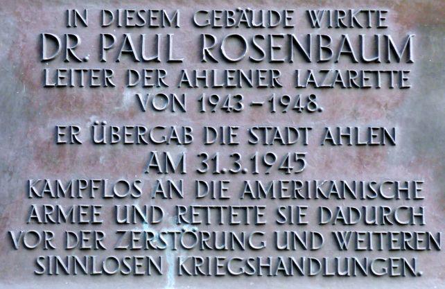 Eine Gedenktafel am heutigen St. Michael Gymnasium erinnert an Paul Rosenbaum. Foto: Stadt Ahlen