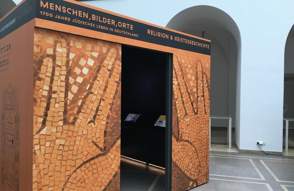 Erste Station der Wanderausstellung in das LWL-Landeshaus in Münster. Foto: Zehren