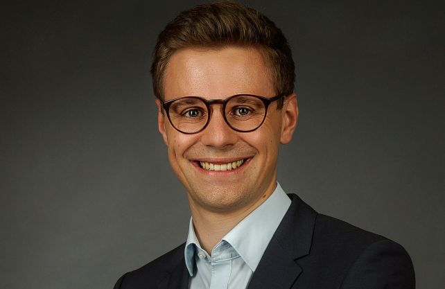 Jonas Leineweber forscht zu Schützenvereinen in Westfalen; Foto: Kirsten Hötger