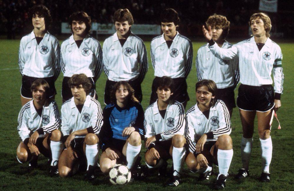 Petra Landers (untere Reihe ganz rechts) spielte in der Frauennationalmannschaft und wurde 1989 Europameisterin. Foto: Imago/Werek