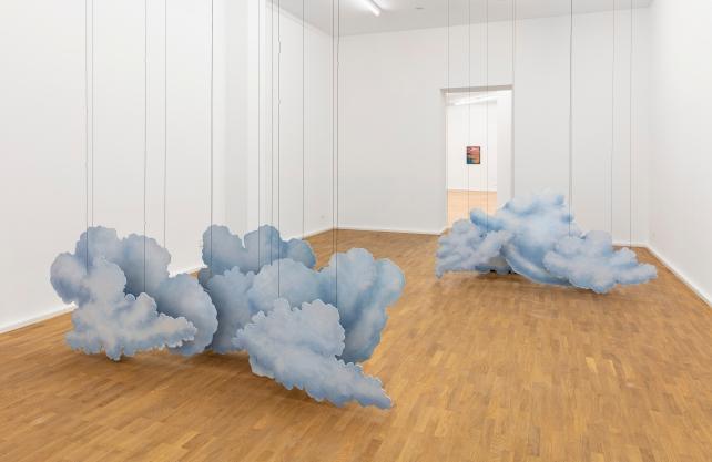 """In der Ausstellung """"Die Wolken und die Wolke"""": Eine Arbeit von Latifa Echakhch, Encrage (L'appareil photo Kodak), 2014, Courtesy die Künstlerin und kamel mennour, Paris/ London, Foto: Philipp Ottendörfer"""