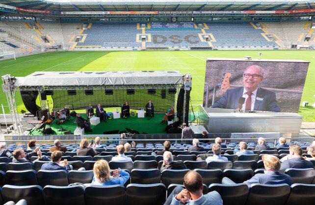 Die Halbzeit der Regionale 2022 wurde im Fußballstadion gefeiert. Foto: Stefan Saettele