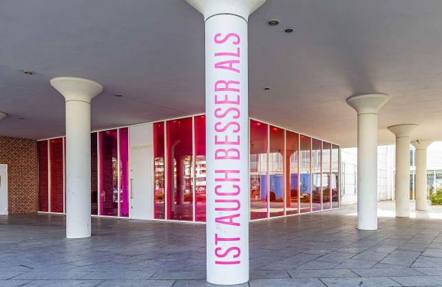 Installation vor dem Gustav-Lübcke-Museum. Foto: Thorsten Hübner