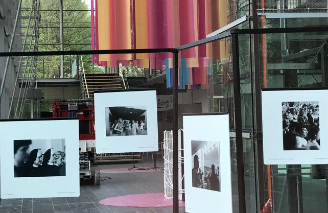 """Die Ausstellung """"""""Sie stellen sich vor. Ansichten der Zuschauer"""" ist eine Hommage an das Festivalpublikum der vergangenen mehr als 70 Jahre. Foto: Bröker/wsp"""