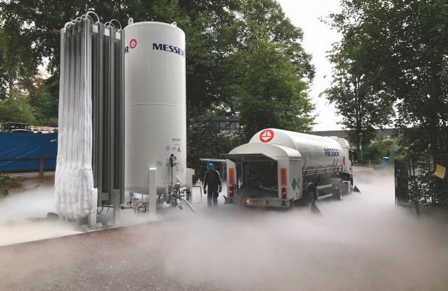 Über solche Tanks wird der Sauerstoff in das Wasser der Hennetalsperre gepumpt. Hier eine Archivaufnahme aus dem vergangenen Jahr vom Möhnesee. Foto: Ruhrverband