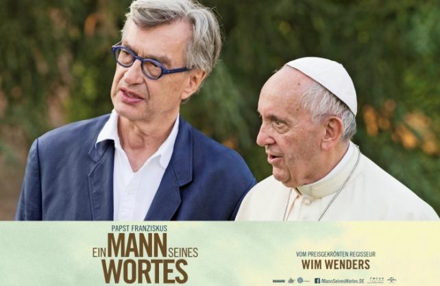 Wim Wenders bei Dreharbeiten mit Papst Franziskus. / Foto: Universal Pictures International Germany GmbH, 2018