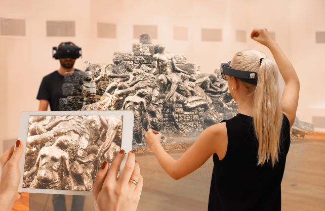 """Benno Elkans """"Mahnmal für die wehrlosen Opfer des Bombenkriegs"""" kann nur mithilfe digitaler Technik betrachtet werden. Foto: viality.de"""