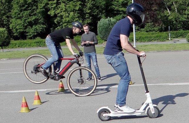 Der Bremsweg des E-Scooters ist im Vergleich zum Pedelec vier Mal so lang. Foto: Westfälische Hochschule.