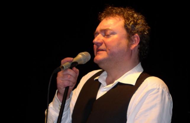 Wiglaf Droste war nicht nur Satiriker, auch als Sänger trat er auf. Foto: Dirk Bogdanski/ Kulturgut Haus Nottbeck
