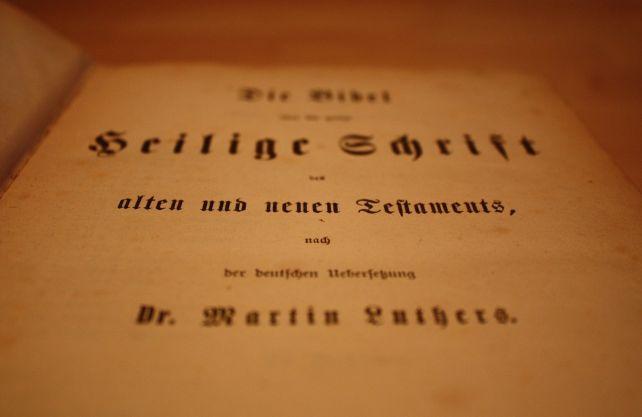 Die Bibel in einer Übersetzung nach Martin Luther. Foto: Pixabay