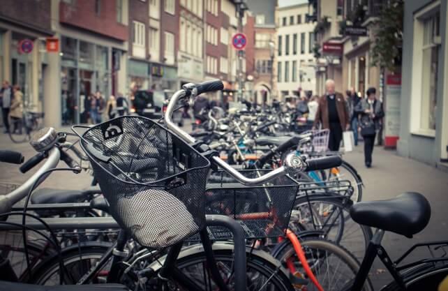 Fehlende Abstellmöglichkeiten für Fahrräder haben in Münster zu Punktabzug in der Bewertung geführt. Foto: pixabay