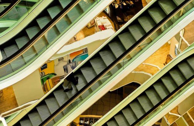 Kaufhäuser werden an einigen Orten aus dem Stadtbild verschwinden. Foto: Michael Gaida / pixabay