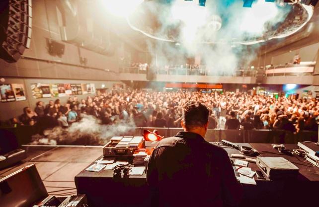 Christoph Stemann als DJ Firestarter