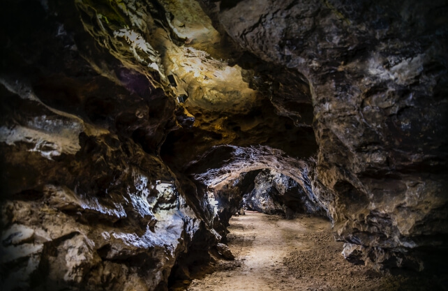 Einblick in das Gangsystem der Kluterthöhle. Foto: Biermeier & Schlingensiepen GbR
