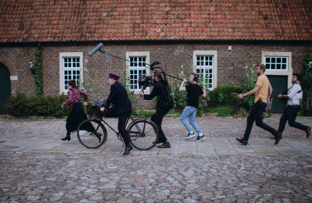 Das Film-Team von Haus Kummerveldt im Einsatz bei den Dreharbeiten. Foto: © Haus Kummerveldt/Abbyll Selda Koe