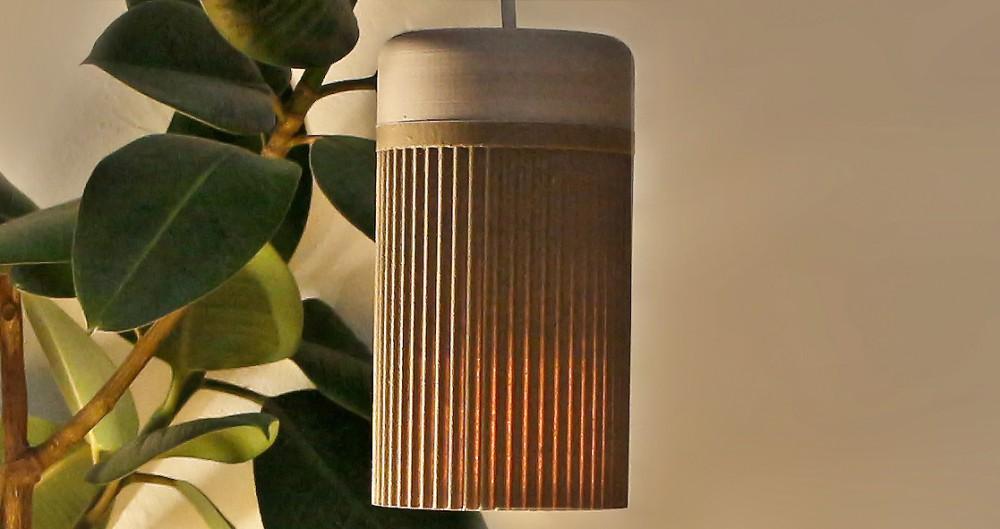 "Avocadokern-Lampe ""Persea"" der Dortmunder Designerin Kathrin Breitenbach.  Foto: ©VG Bild-Kunst/Marta Herford"