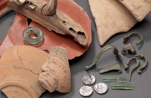 Fundstücke des 2011 in Olfen entdeckten Römerlagers. Foto: LWL