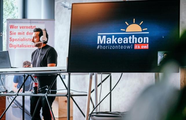 Organisator Laban Asmar moderiert den it's OWL Makeathon #horizonteOWL an.