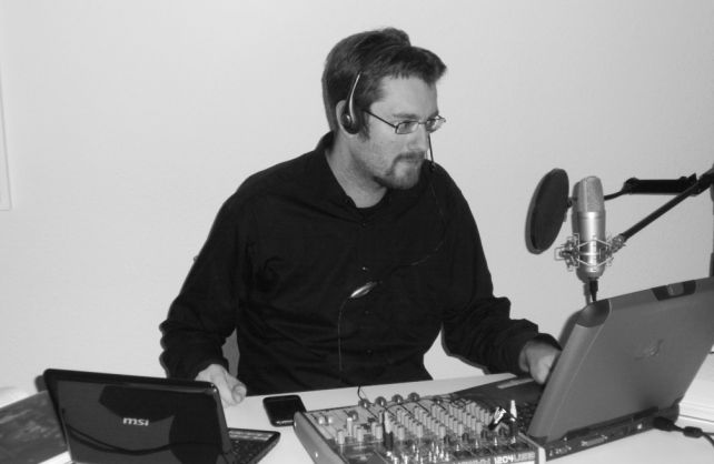 Alexander Waschkau bei der Podcast-Produktion. Foto: Hoaxilla.com