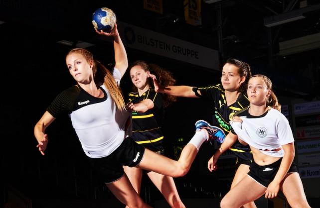Leonie Kockel (vorne) von Borussia Dortmund startet im Handball bei den Ruhr Games. Foto Christoph Maderer