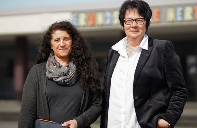 """Stefanie Lehmann und Susanne Schäfer wurden in der Kategorie """"Vorbildliche Schulleitung"""" ausgezeichnet. Foto: Deutscher Lehrerpreis"""